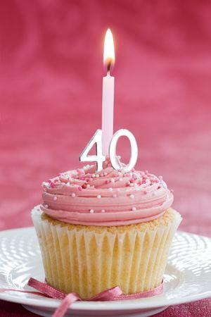 velas de cumpleaños: Mini pastel de cumpleaños cuadragésimo