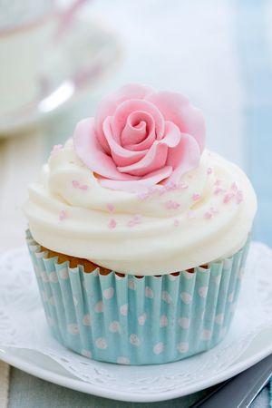 Cupcake decoradas con az�car rosa rosa