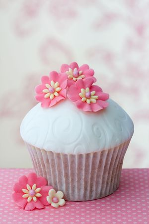fondant fancy: Flower cupcake Stock Photo