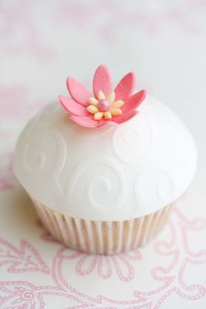 gum paste: Wedding cupcake