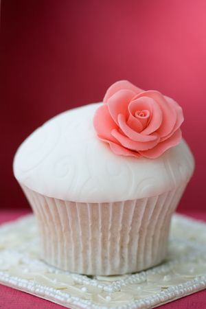fondant fancy: Rose cupcake