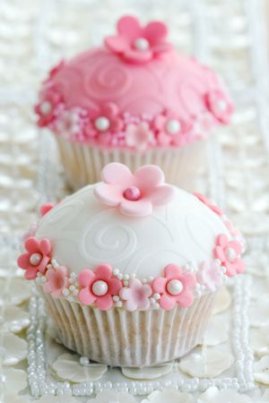 embossing: Wedding cupcakes