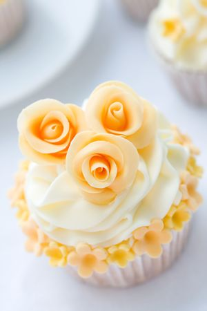 baking cake: Wedding cupcake
