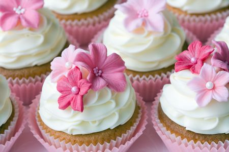 icing sugar: Wedding cupcakes
