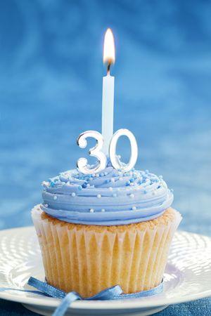 cupcake de 30 cumplea�os Foto de archivo