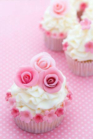 sugarcraft: Rose cupcakes