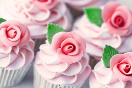 pastel de bodas: Pastelitos de boda  Foto de archivo