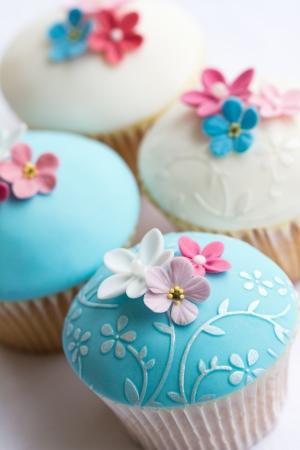 sugarpaste: Wedding cupcakes