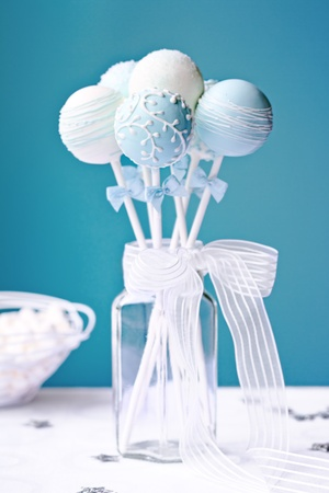 wedding cake: Wedding cake pops