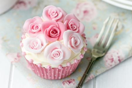 sugarcraft: Rose cupcake