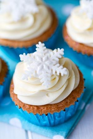 Cupcakes decorados con copos de nieve de az�car