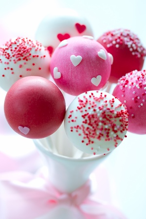 party food: Valentine cake pops