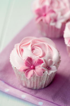 gumpaste: Rose cupcakes