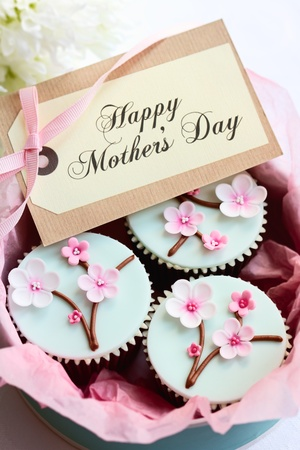 gift tag: Gift box of Mothers day cupcakes Stock Photo
