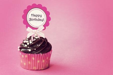 pasteles de cumpleaños: Cumpleaños de la magdalena Foto de archivo