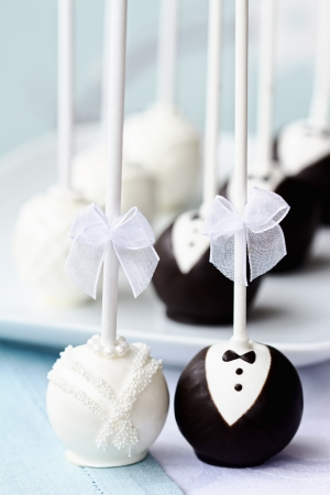 cake balls: Bride and groom cake pops