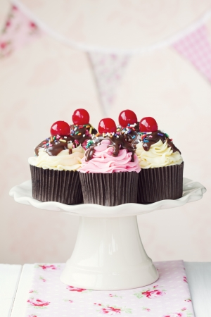 Cherry cupcakes Stock Photo - 13720930