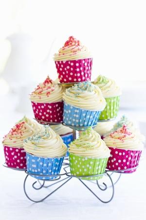 fairy cakes: Cupcakes on a cakestand