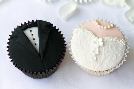 wedding: 新娘和新郎的蛋糕 版權商用圖片