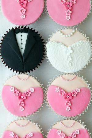 wedding cake: Wedding party cupcakes