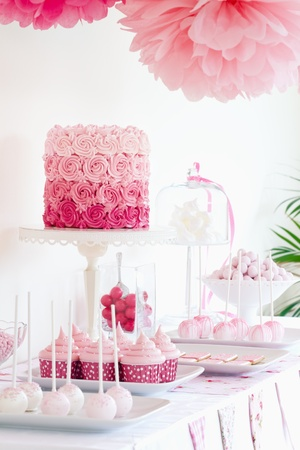 wedding cake: Dessert table