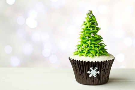 baking cake: Christmas tree cupcake