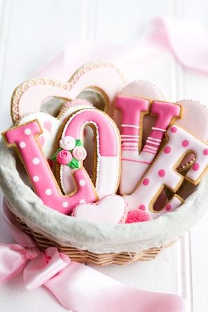 Regalo cesta de galletas de San Valentín Foto de archivo