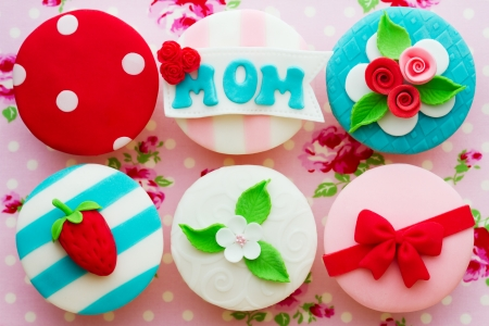 Cupcakes decorated for Mother's Day photo