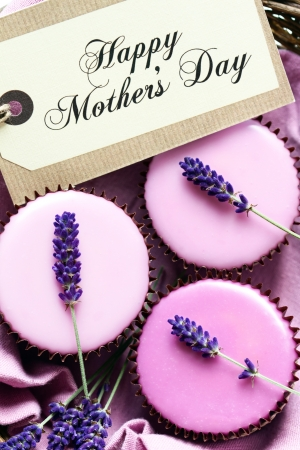 fondant: Cupcake gift for Mothers Day