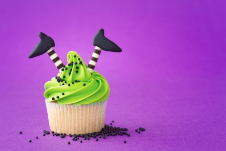 baking cake: Cupcake with a Halloween theme