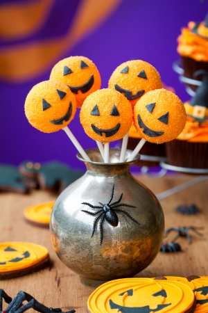 cake ball: Halloween cake pops