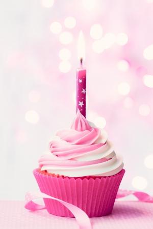 torta compleanno: Cupcake compleanno rosa Archivio Fotografico