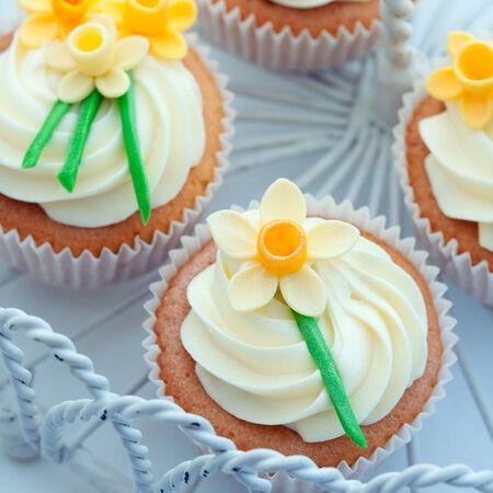 gumpaste: Daffodil cupcakes