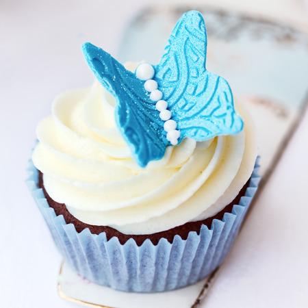 gumpaste: Butterfly cupcake