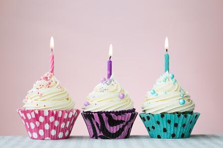 compleanno: Tre Birthday Cupcakes Archivio Fotografico