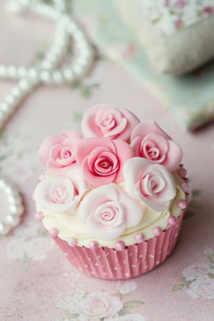 gumpaste: Cupcake with sugar paste roses