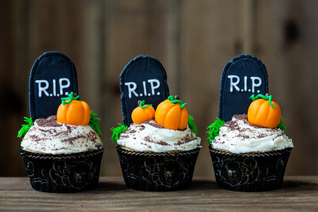 Cupcakes with a Halloween theme 스톡 콘텐츠