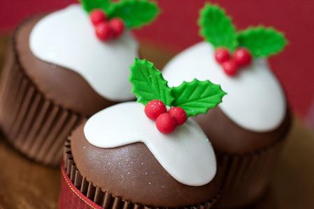 christmas pudding: Christmas pudding cupcakes