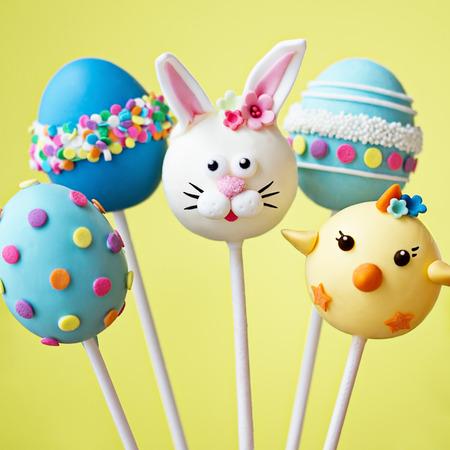 Cake pops avec un thème de Pâques Banque d'images - 35460518