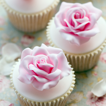 sugarpaste: Rose cupcakes for a wedding