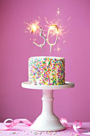 花火を 30 歳の誕生日ケーキ