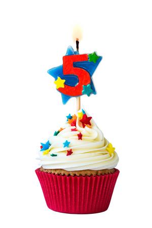 velas de cumpleaños: Magdalena con el número cinco de la vela