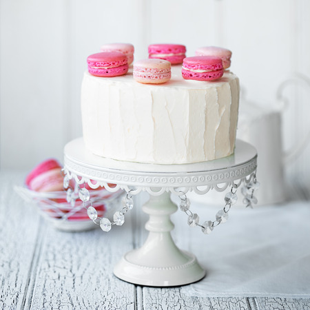 cakestand: Layer cake decorated with macarons