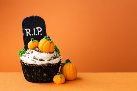 ハロウィーンのカップケーキ 写真素材