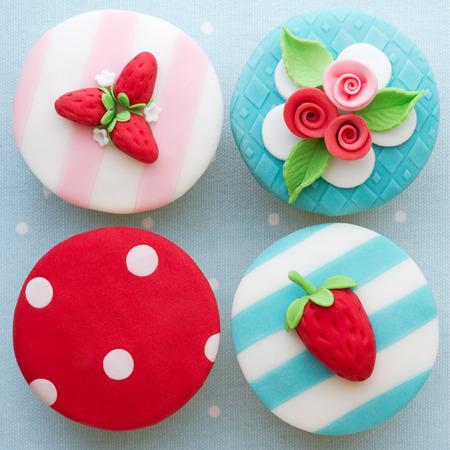 Shabby chic cupcakes versierd met fondant Stockfoto