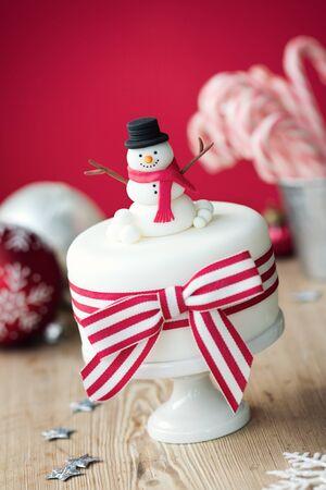 gumpaste: Christmas cake decorated with fondant snowman Stock Photo