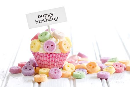 Cupcake mit alles Gute zum Geburtstag Pick Standard-Bild - 52676884