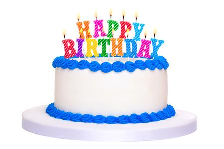 Verjaardagstaart versierd met gelukkige verjaardag kaarsen
