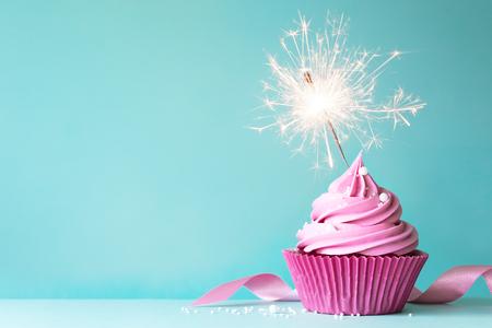Birthday cupcake Standard-Bild