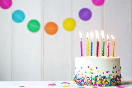 pastel cumpleaños: Torta de cumpleaños con velas de colores